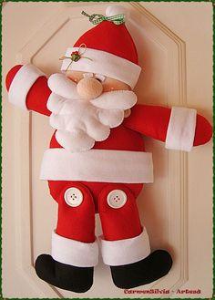 papai noel de feltro Felt Christmas Ornaments, Christmas Art, Christmas Humor, Christmas Lights, Christmas Stockings, Christmas Decorations, Christmas Sewing, Christmas Fabric, Holiday Crafts