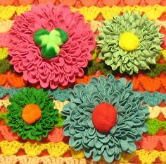 These ric-rac dahlias with pom-pom centers are so stinkin' awesome!  I want to make 100 of them!