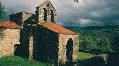 Iglesia de Santa Comba de Bande pertenece al arte visigodo. Se construyó en el siglo VII