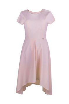 Adrianna pudrowy róż Wizytowa, letnia sukienka z delikatnej, zwiewnej tkaniny. Fason taliowany, odcinany w pasie i rozkloszowany na lini bioder. Bo.
