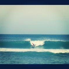 Surfing na Praia da Macumba, Rio de Janeiro. Longboard.