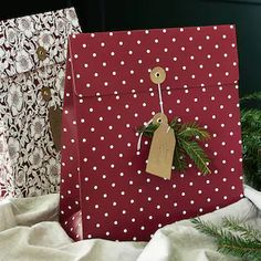 Nieuwe producten - IKEA Ikea Christmas, Christmas Gift Bags, Christmas Flowers, Motifs Roses, Thank You Presents, Ikea Family, Red Paper, Gifts For Your Mom, Joy To The World