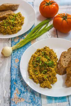Owsianecznica z pieczarkami - wegańska jajecznica // Scrambled oatmeal with mushrooms Grains, Vegan Recipes, Rice, Polish, Plant, Food, Vitreous Enamel, Vegane Rezepte, Essen
