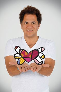 Romero Britto, is a painter, sculptor and serígrafo Brazilian living in the United States.1   Considered one of the most prestigious artists by American celebrities have painted pictures for personalities such as Madonna, Arnold Schwarzenegger and Michael Jackson. Screens also produced for the likes of Dilma Rousseff, Bill Clinton and the royal couple Prince William and Kate Middleton, at the invitation of Prince Charles dined at Buckingham Palace. ( http://pt.wikipedia.org/wiki/Romero_Britto)