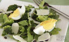 Ensalada de brócoli y tapenade - http://www.thermorecetas.com/2014/06/24/ensalada-de-brocoli-y-tapenade/