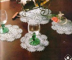 Szydełkomania: Small crochet doily pattern--pineapples and fans, oh my!