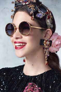 Dolce & gabbana spring/summer 2017 ready to wear - spring trends in 201 Dolce & Gabbana, Fashion Accessories, Fashion Jewelry, Hair Accessories, Fashion Clothes, Lunette Style, Jessica Parker, Mode Style, Statement Earrings
