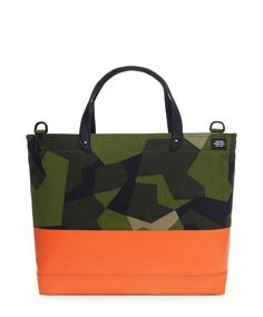 Utilizing highly wear-resistant Cordura material alongside a Swedish armed forces-sourced pattern, each piece in the Jack Spade camo bags collection gets a further highlight with a dipped and reinforced bottom. Jack Spade, Cuir Orange, Camo Bag, Skate, Fashion Bags, Mens Fashion, Fashion Trends, Camo Wedding, Tela