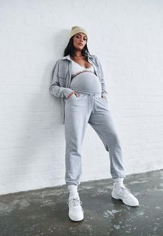 87 items - The Missguided maternity clothes feature best-selling lines. Range from maternity joggers to loungewear. With our pregnancy range, you can still be yourself. Maternity Midi Dress, Cute Maternity Outfits, Stylish Maternity, Maternity Fashion, Casual Pregnancy Outfits, Maternity Lounge Wear, Maternity Style, Fall Fashion Outfits, Casual Fall Outfits