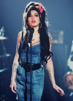 Amy Winehouse, we need you back