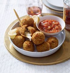 These quick and easy mozzarella risotto balls make an enjoyable starter or canapé. You can also try them with taleggio or camembert cut into cubes.