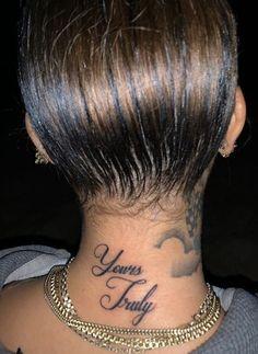 Tattoo Girls, Girl Neck Tattoos, Neck Tattoos Women, Red Ink Tattoos, Spine Tattoos, Badass Tattoos, Body Art Tattoos, Sleeve Tattoos, Tatoos