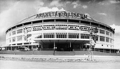 A look back through pictures of Manila the way it used to be Philippine Architecture, Filipino Architecture, Philippines Culture, Manila Philippines, Town Country Haus, Quezon City, Famous Landmarks, Old Buildings, Pinoy
