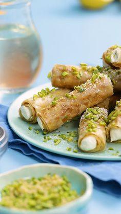 Baklava with Ice Cream , Frozen Desserts, Frozen Treats, No Bake Desserts, Just Desserts, Delicious Desserts, Dessert Recipes, Ice Cream Recipes, Greek Recipes, Baklava Recipe