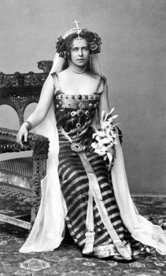 Crown Princess Marie of Romania dressed as Princesse Lointaine, Bucharest, 1896 (or maybe she was channeling Princess Leia) Vintage Glamour, Vintage Beauty, Romanian Royal Family, The Duchess Of Devonshire, Royal Blood, Casa Real, Royal House, Royal Life, Royal Jewels