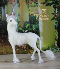 008 The White Lady - needle felted by Finya-Vardeen
