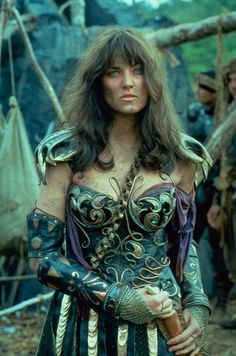 Strong Enpowering Shows for Women Xena The Warrior Princess; Xena, a mighty Warrior Princess with a dark past, sets out to redeem herself. She is joined by small town bard, Gabrielle. Lucy Lawless, Xena Warrior Princess, Warrior Queen, Cosplay, Fantasy Warrior, Badass Women, Cultura Pop, Hercules, Strong Women