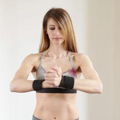Esercizi semplici per rassodare il seno Gym, Workout, Sports, Push Up, Lazy, Sunglasses, Fashion, Pictures, Hs Sports