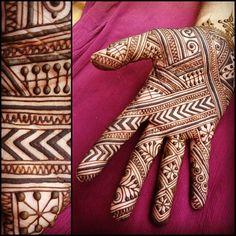 Fun to do something #moroccan for a change! #henna #maplemehndi #india #udaipur #mehndi #holi