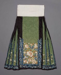 Non-Western Historical Fashion: Photo