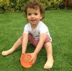 Nuestra última aportación a la iniciativa virtual #JugarEsEsencial de @rejuega !!! Si unimos Primos +  + globos de agua = la diversión está asegurada!!! Porque jugar y divertirse debería ser la única preocupación de los peques, no creéis??? Si jugar es esencial, #JugarAlAireLibre y #JugarEnFamilia es lo mejor que podemos ofrecer a nuestr@s hij@os!!! A jugar pues!!!  #jugamos #jugarcrecer