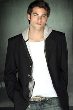 Bring the sweet guy he was in the PLL books back to the show. Noel Kahn