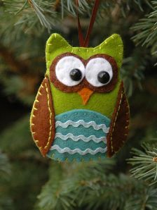 I made a bunch of these adorable little owls over the Christmas season.  They make nice little gifts or add-ons for a larger gift.  So grab some felt ( go crazy with colors), needle and some thread and anything else you think you might need or want to use and get crafty!