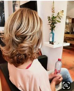 Capelli medi per belle donne - Haarschnitt frauen - Peinados Mid Length Curly Hairstyles, Cool Hairstyles, Hairstyle Ideas, Hair Ideas, Curled Hairstyles For Medium Hair, Hairdos, Curls For Medium Hair, Mid Length Hair Curly, Hairstyles For Layered Hair