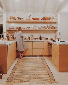 LOVE this honey color wood and white. Plywood cabinets may be the way to go? Mason St Peter LOVE this honey color wood and white. Plywood cabinets may be the way to go? Kitchen Interior, New Kitchen, Kitchen Dining, Kitchen Decor, Kitchen Cabinets, White Cabinets, Modern Retro Kitchen, Kitchen Island, Kitchen Ideas
