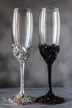 Black and Silver Personalized Wedding Set Champagne Flutes, Mr & Mrs Wedding Toasting Glasses, Flute Engraved Champagne Glasses, Server Gift Marie's Wedding, Wedding Toasts, Mr And Mrs Wedding, Wedding Sets, Table Wedding, Crystal Wedding, Wedding Rustic, Purple Wedding, Trendy Wedding
