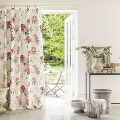 Sanderson - Traditional to contemporary, high quality designer fabrics and wallpapers | Products | British/UK Fabric and Wallpapers | Rhodera (DWAP226277) | Waterperry Fabrics