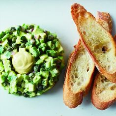 Avocado tartar This clever recipe treats avocados much like steak tartare, dicing them very fine and tossing them with capers, onion, mustard and Worcestershire sauce. Guacamole, Tartare Recipe, Wine Recipes, Cooking Recipes, Cooking Tips, Avocado Dessert, Vegetarian Recipes, Healthy Recipes, Healthy Dishes