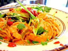 Drunken Chili-Lime-Sherry Shrimp with Garlic, Scallions, Sweet Peppers and Ramen Noodles Recipe. I love Drunken Noodles! Ramen Noodle Recipes, Ramen Noodles, Fish Recipes, Seafood Recipes, Asian Recipes, Cooking Recipes, Shrimp Noodles, Drunken Noodles, Cold Noodles