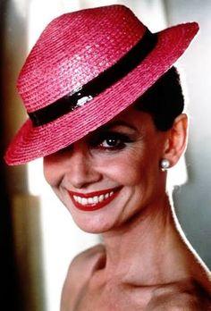 Audrey Hepburn, love the hat!