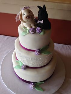 Clover Wedding cake with Sugar Rabbit topper, by Amy Hart