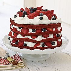 Red, White, and Blue Cake looks so yummy! Would be great for 4th of July picnic.