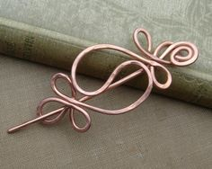 Inspired by the harmonic balance of the yin yang we hammered and swirled 12 gauge copper wire to make this unique shawl pin. We smoothed all Copper Jewelry, Hair Jewelry, Copper Wire, Jewellery, Wire Crafts, Jewelry Crafts, Knitting Accessories, Hair Accessories, Hair Slide