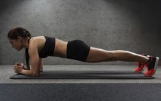 This Barry's Bootcamp-inspired workout is total-body nonstop high-intensity interval training with a focus on strength. Burn Stomach Fat, Burn Belly Fat, Burn Calories Fast, Lose 15 Pounds, Plank Workout, Workout Circuit, Week Workout, Belly Fat Workout, Fitness Magazine