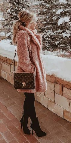 Fur coats are super trendy and chic for winter fashion. Here are 25 Womens fur coat fashion from black fur coat to white fur coat, mink fur coat to long fur coat. Fur fashion, fur outfit, fur clothing via Winter Outfits For Teen Girls, Cute Winter Outfits, Winter Fashion Outfits, Fall Outfits, Fashion Ideas, Winter Dresses, Fashion Clothes, Black Outfits, Fashion Dresses