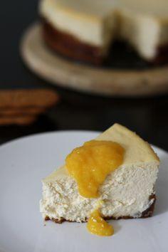 IMG_5048  Cheesecake à la crème aigre et aux spéculoos, coulis de mangue