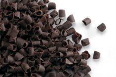 Čokoládové hoblinky tmavé horké 9x5mm 150g Čokoládová dekorácia z originálnej belgickej horkej čokolády. Majú široké využitie pri zdobení zákuskov (minidezertov, tort, zmrzlinových pohárov,... Candy, Chocolate, Chocolates, Sweets, Candy Bars, Brown