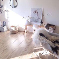 Monday have a Goodnight!! #interior #interieur #scandicinterior #interiors #interiordesign #myhome #binnenkijken #ilovemyinterior #interiorlove #home #inspiration #scandinavianhomes #nordic #interior4all #eames #rockingchair by interiorlove81