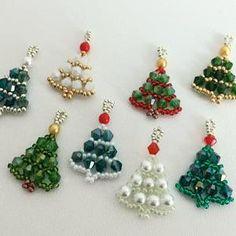 Beaded Christmas Ornaments, Christmas Earrings, Christmas Jewelry, Christmas Crafts, Beaded Jewelry Patterns, Beading Patterns, Seed Bead Crafts, Beaded Crafts, Bijoux Diy