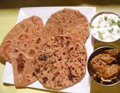 Bonjour, aujourd'hui nous allons faire des Parathas. Ce qui différencie les Parathan et les Chapatis , c'est le feuilletage de la pâte. Les Parathas, on peut les faire simple ou avec de la farce. En hiver on utilise plusieurs légumes pour faire la farce....