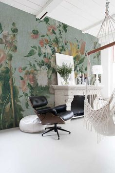 Large floral designs custom printed on our vinyl wallpapers, offer larger than life designs for your home or retail store. Interior Styling, Interior Decorating, Interior Design, Life Design, House Design, Wallpaper Suppliers, Vinyl Wallpaper, Hospitality Design, Vintage Floral