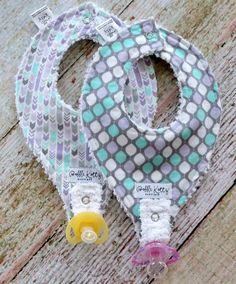 Such a cute baby girl bib set for all the little baby girls out there. This super trendy arrow bib set would make a great complimentary gift to any purple and m