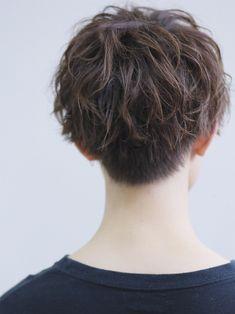 インスタで話題!ハイスパイラルパーマ FRONT Curly Pixie Haircuts, Girl Haircuts, Short Curly Hair, Pixie Hairstyles, Short Hair Cuts, Curly Hair Styles, Cool Hairstyles, Grunge Look, 90s Grunge