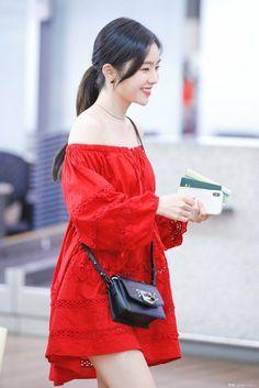 New dress red velvet irene ideas Seulgi, Kpop Fashion, Korean Fashion, Airport Fashion, Irene, Red Velvet Dress, Velvet Fashion, Airport Style, Korean Girl Groups