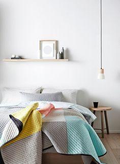 Caperta colorata per camera da letto solare