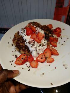 Gezonde pancakes met kokos en cacao nibs - Lekker en Simpel